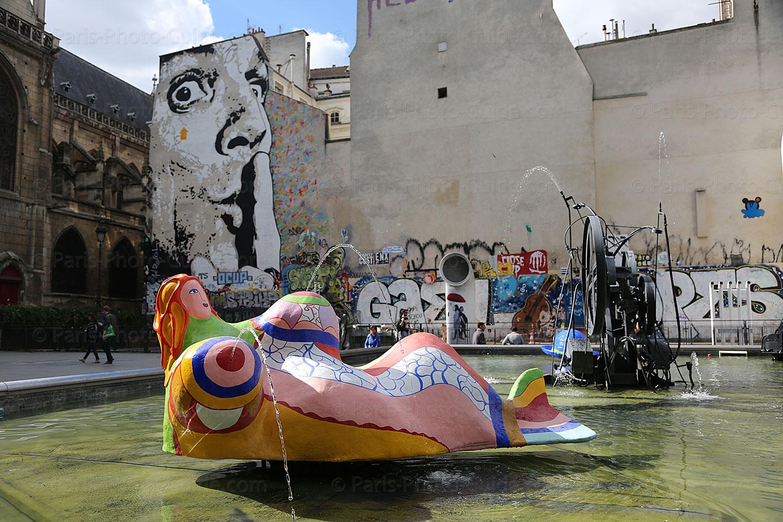Sculpture Femme Ronde Colorée fontaine des automates – paris-photo-guide